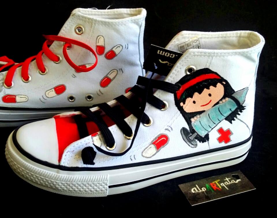 ===Mis zapatillas tienen vida=== Zapatillas-personalizadas-optimistas-pintadas-24