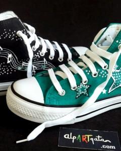 Zapatillas-pintadas-a-mano-alpartgata