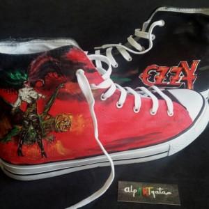 zapatillas-pintadas-a-mano-ozzy-alpartgata (1)