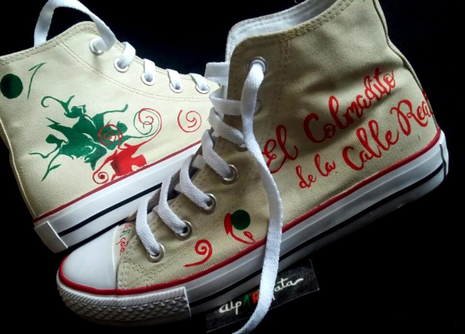 ===Mis zapatillas tienen vida=== Zapatillas-pintadas-a-mano-personalizadas-alpartgata-5