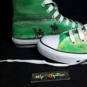 Zapatillas-pintadas-personalizadas-alpartgata-coleccion-capital (5)