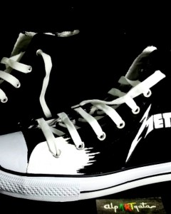 Zapatillas-pintadas-personalizadas-alpartgata-metalica (1)