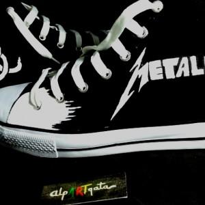 Zapatillas-pintadas-personalizadas-alpartgata-metalica (2)