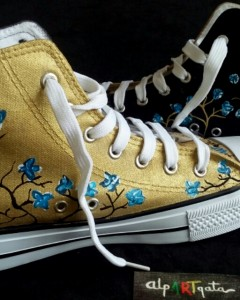 zapatillas-pintadas-a-mano-alpartgata-flores-nocturnas (1)